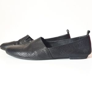 Hibou Leather Perforated High Cut Round Flat Shoe